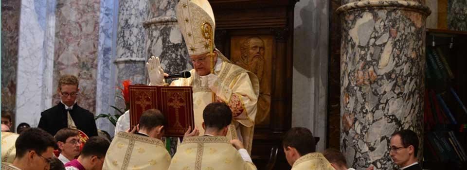 Il-Cardinal-Burke-da-la-benedizione-nel-Santuario-della-Madonna-delle-Grazie-a-Montenero-Li